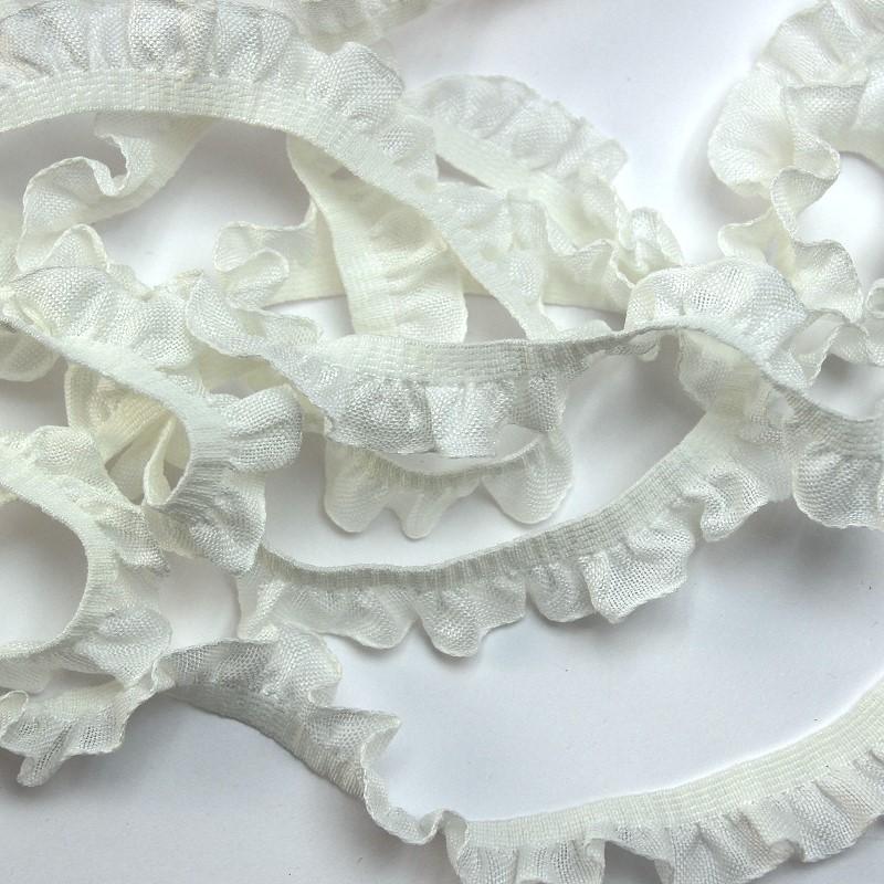Borte mit Rüschen aus Baumwolle weiß