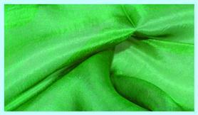 Pflanzengefärbtes Seidentuch grasgrün