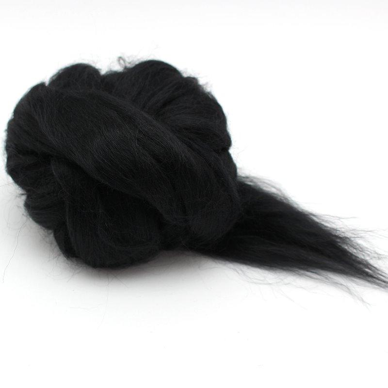 Alpaka in schwarz zum Spinnen