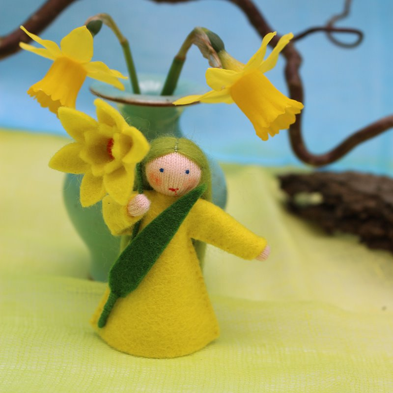 Blumenkind für den Jahreszeitentisch Osterglocke