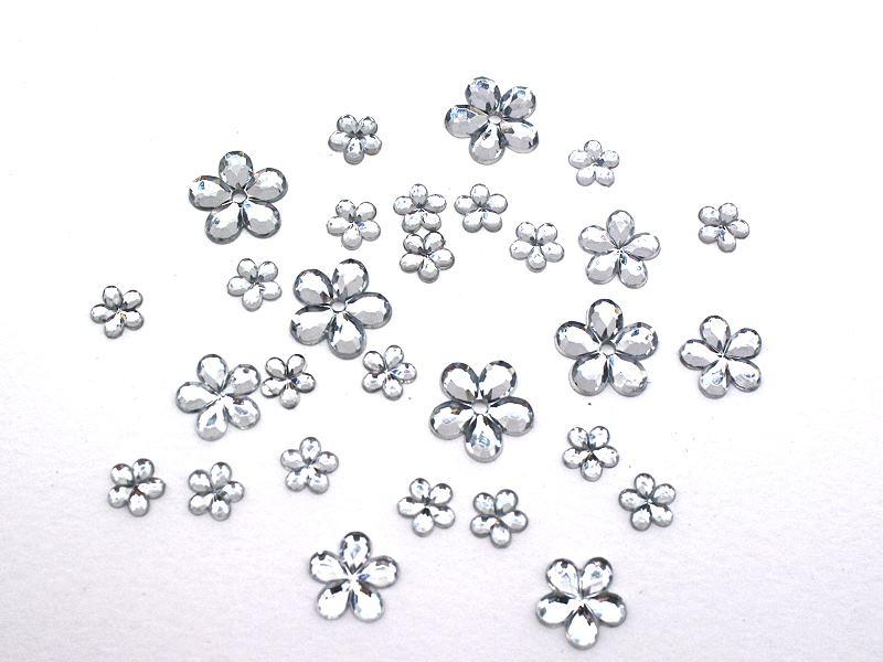 Strassblüten aus Acryl in kristall